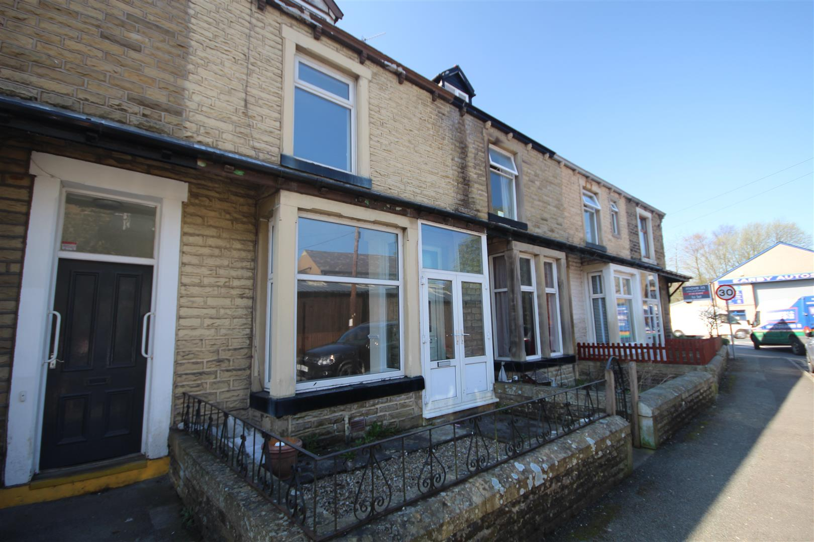 3 bedroom terraced house For Sale in Earby - Property photograph